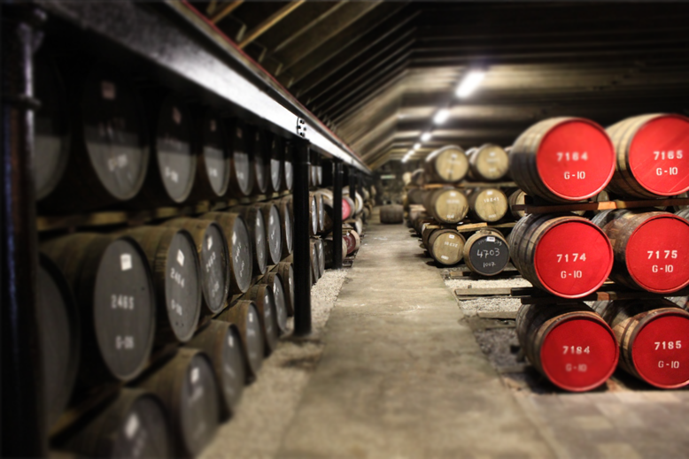 CROWNS 3 OFFER CUSTOMIZED WHISKY CASKS