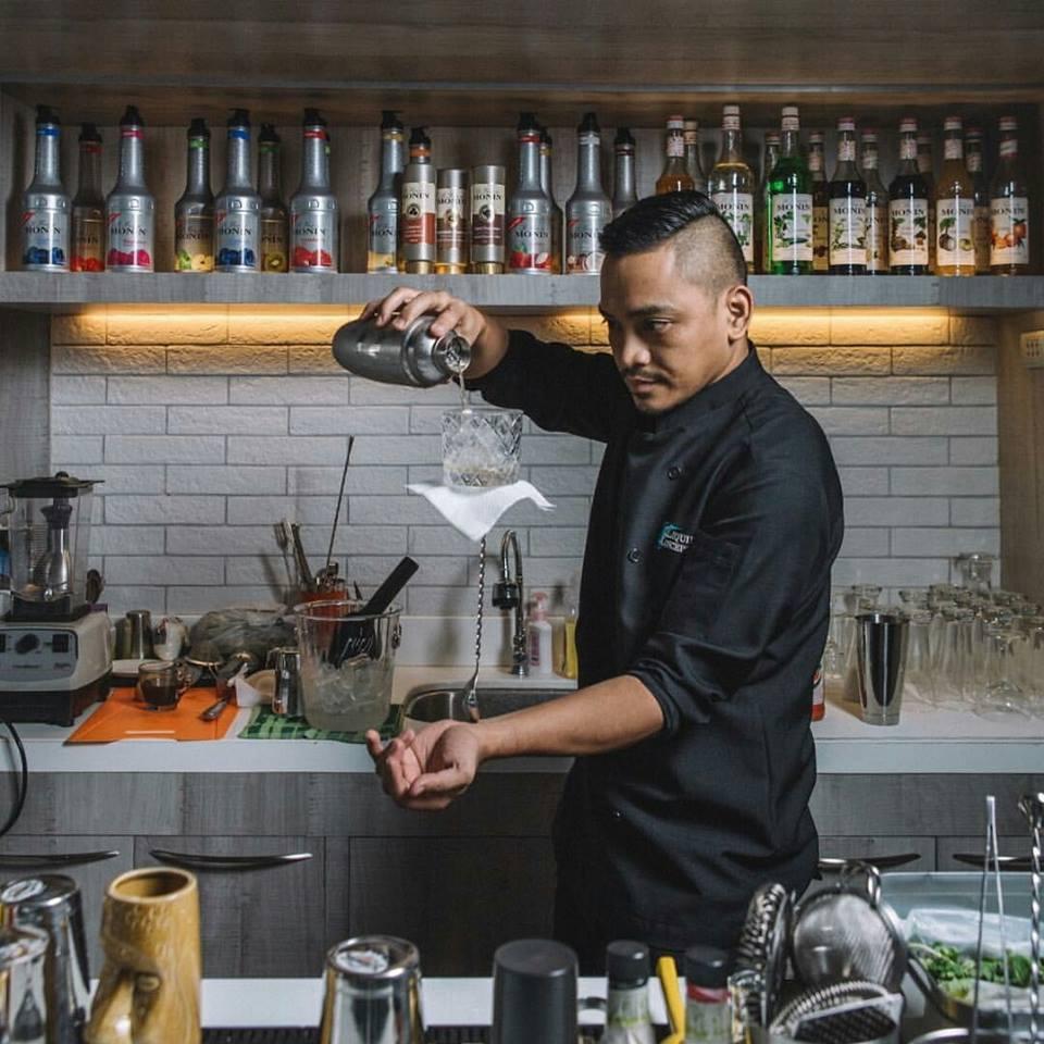 larry-guevarra-bartender
